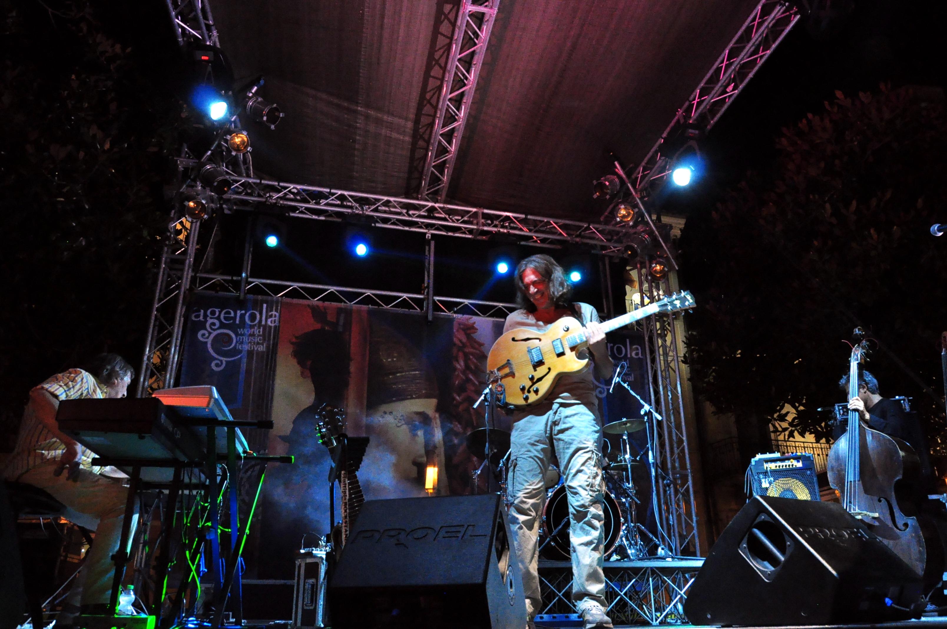 Antonio-live